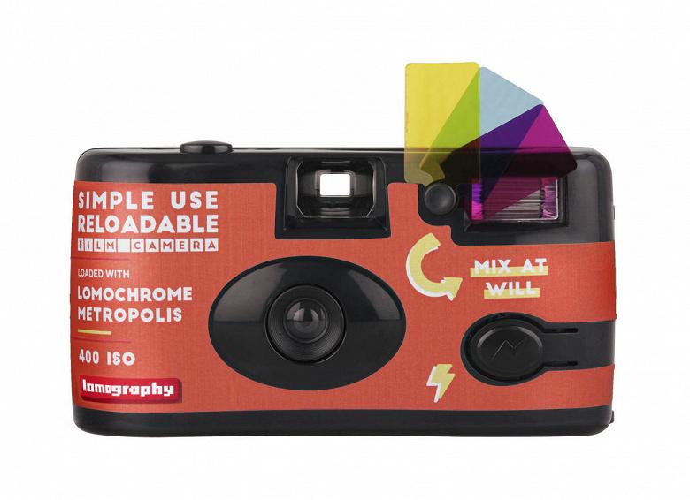 Начались продажи камер Lomography Simple Use, в которые уже заряжена пленка