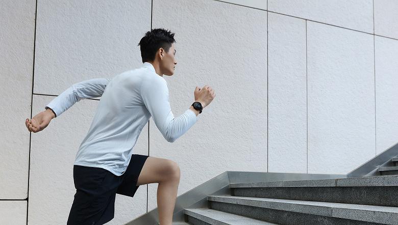 Производитель Xiaomi Mi Band выпустил пару умных часов Amazfit в России