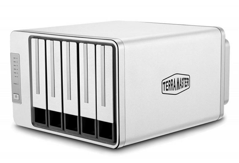 Сетевое хранилище TerraMaster F5-221 располагает пятью отсеками для накопителей