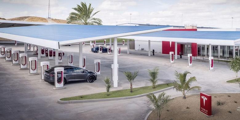 Количество зарядных устройств в сети станций Tesla Supercharger достигло 20 000