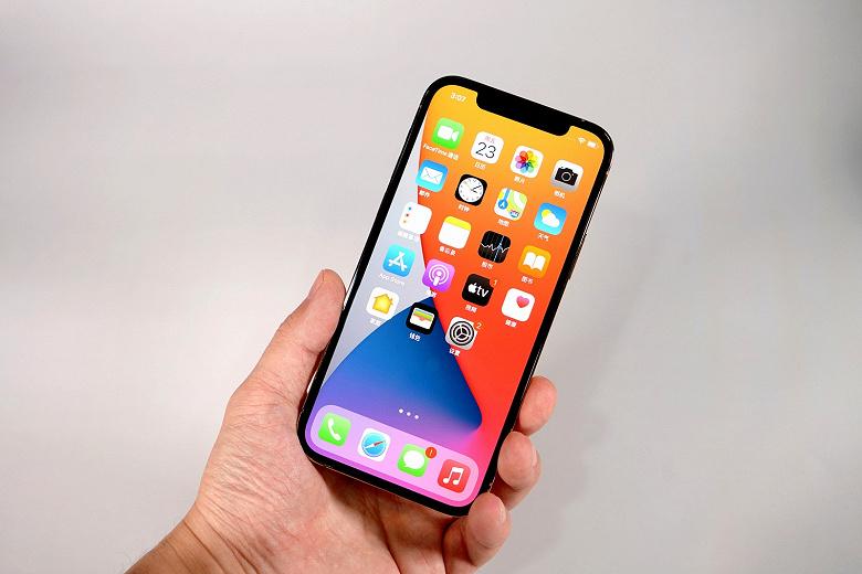 iPhone 12 получил новую версию iOS с важными исправлениями и обоями
