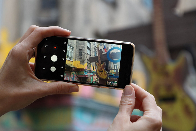 Samsung обошла Huawei в России по продажам смартфонов, в онлайне наступает Xiaomi