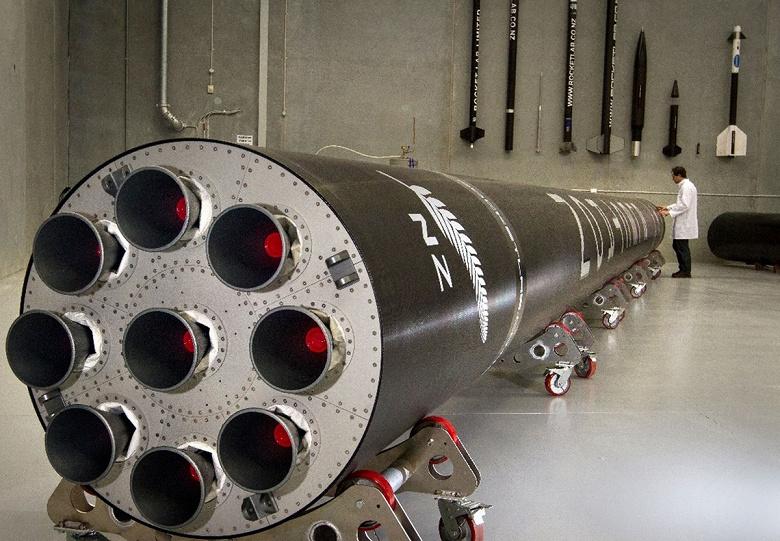 Не только SpaceX может возвращать первую ступень ракеты. RocketLab впервые осуществила это со своей ракетой Electron
