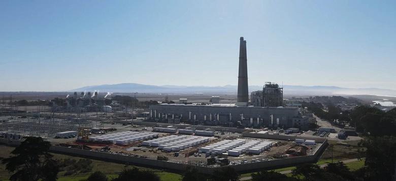 Видео дня: крупнейшее в мире аккумуляторное хранилище электроэнергии, которое Tesla строит в Калифорнии
