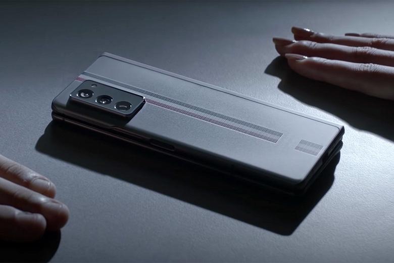 Какими будут гибкие смартфоны Samsung нового поколения? Компания обещает сделать их тоньше и легче