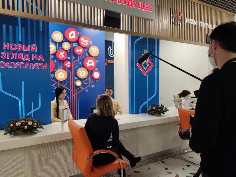 В Москве открыли центр госуслуг с человекоподобными роботами-консультантами, способными воспроизводить более 600 вариантов микромимики
