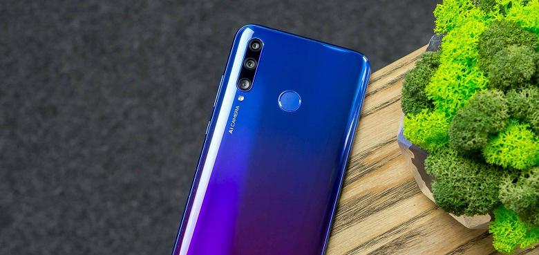 Huawei и Honor отправляются в самый низ. Компаниям отдают 4 и 2% рынка смартфонов соответственно