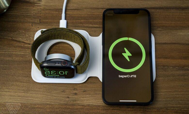 Apple начала продажи слишком дорогой и медленной MagSafe Duo в России и во всём мире