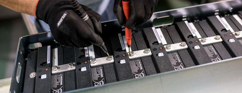 Цены на аккумуляторные батареи впервые оказались ниже 100 долларов за киловатт-час