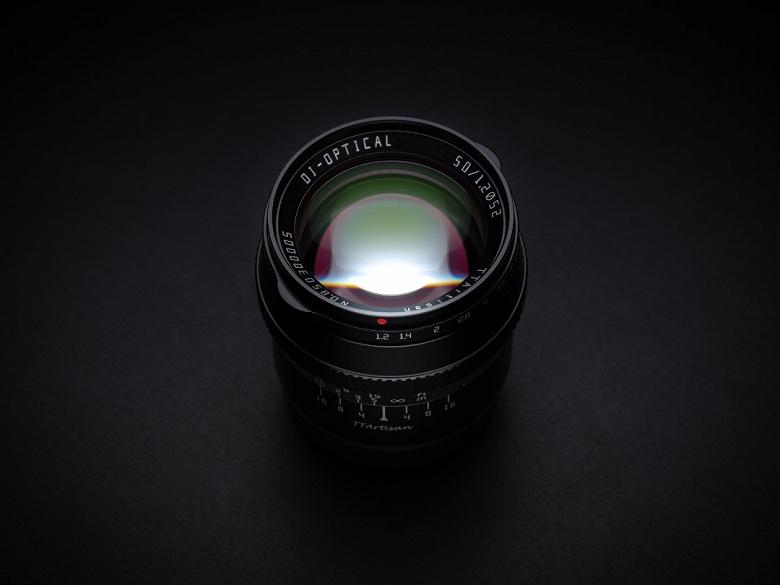 Объектив TTartisan 50mm f/1.2 предназначен для беззеркальных камер