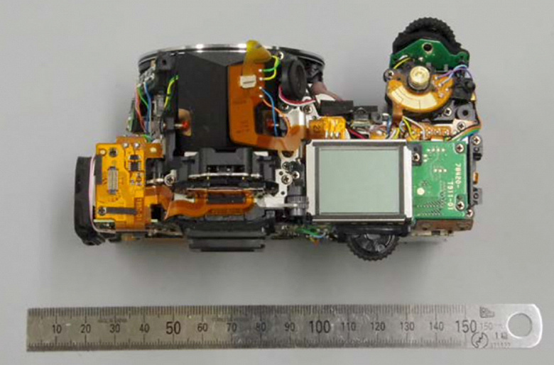Фотогалерея дня: внутреннее устройство зеркальной камеры Pentax K-3 III