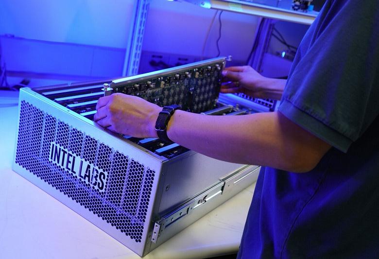 Intel Pohoiki Springs — нейроморфная система со 100 млн нейронов, сопоставимая с мозгом небольшого млекопитающего