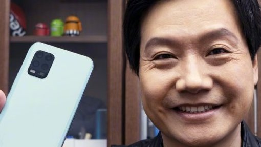 Глава Xiaomi показал бюджетный флагман Mi 10 Youth вживую