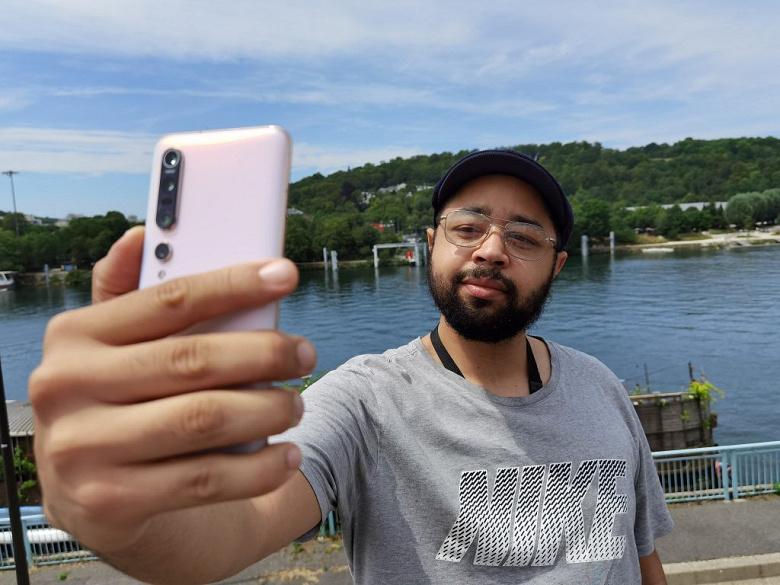 Бывший «король» DxOMark провалился тест фронтальной камеры. Селфи на Xiaomi Mi 10 Pro не впечатляют