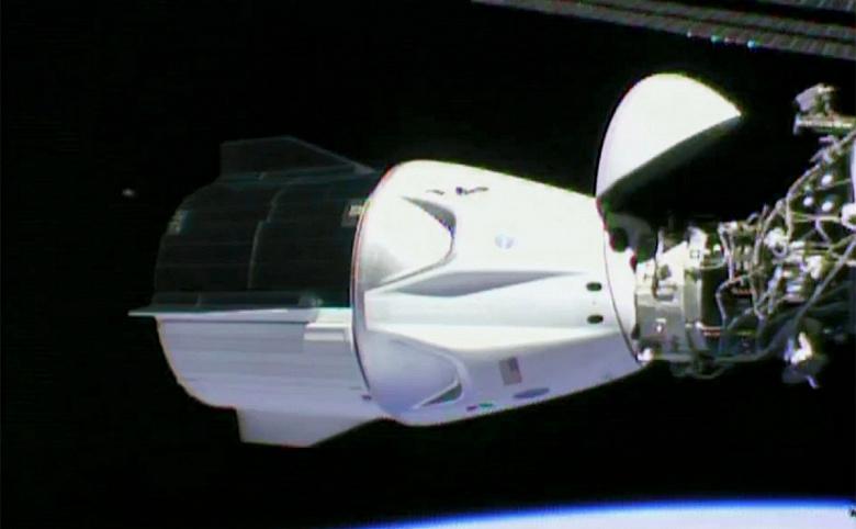 Космический корабль SpaceX Crew Dragon успешно приводнился в Атлантическом океане