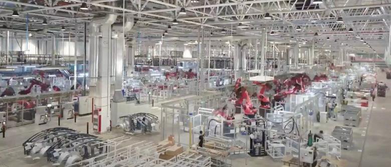 Видео дня: сборка электромобилей Tesla на шанхайской «гигафабрике»