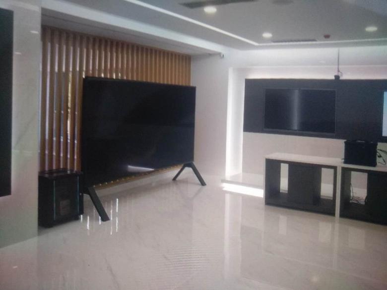 Гигантский 8K-телевизор Sharp показали вживую