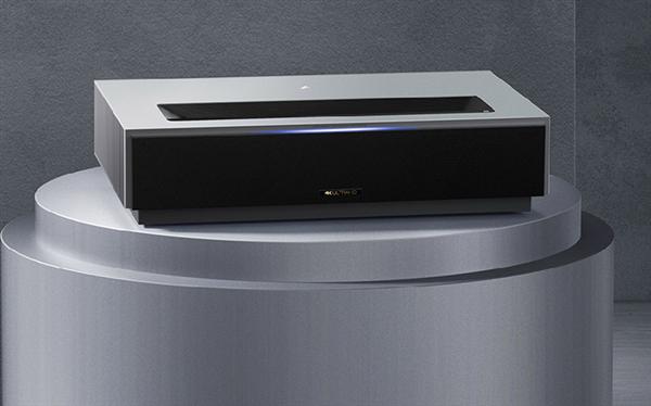 Покупатели проектора Fengmi 4K Max Laser Projector получают 100-дюймовый экран в подарок