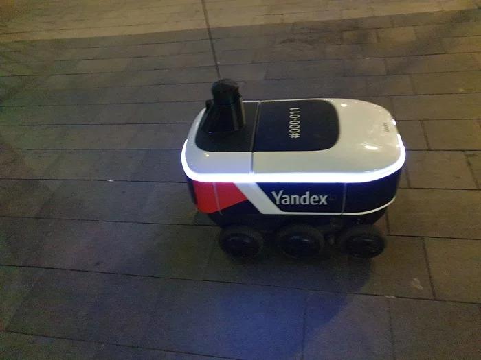 Яндекс выпустил робота-курьера на улицы Москвы