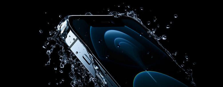 Новенький iPhone 12 Pro достают из коробки. Первое живое видео смартфона