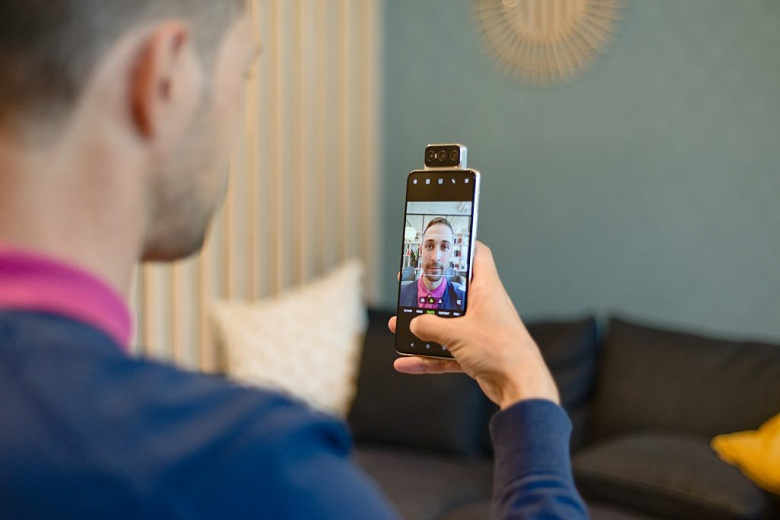 Asus ZenFone 7 — один из лучших камерофонов для любителей селфи. По версии DxOMark