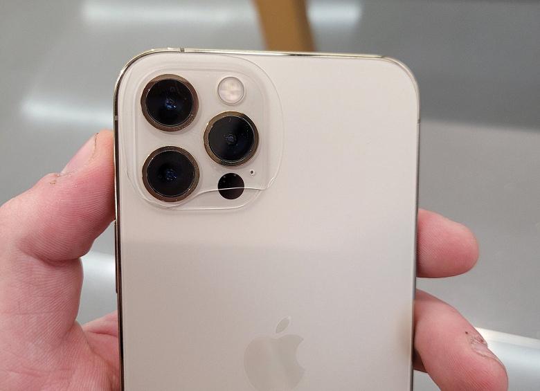 Заднее стекло iPhone 12 Pro лопнуло само по себе