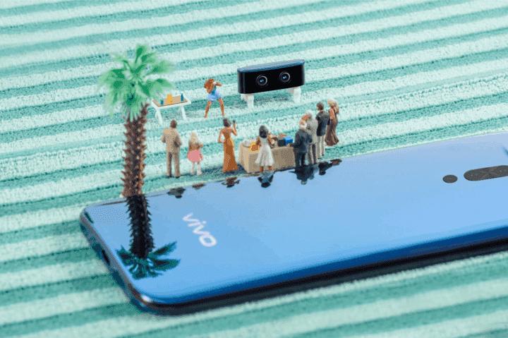 Потерять съёмную камеру уникального смартфона Vivo не получится