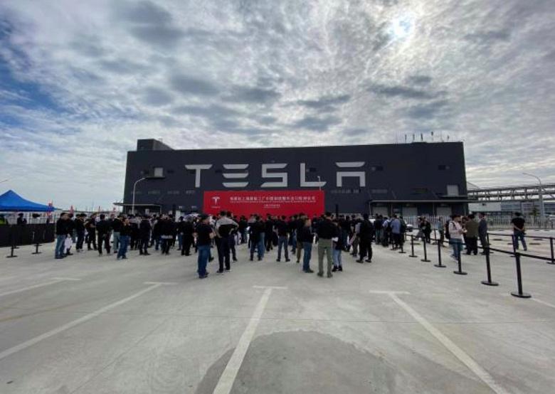 Китайские Tesla на пути в Европу. Компания отправила из КНР в Старый Свет семь тысяч Model 3