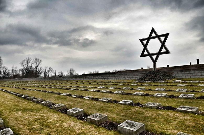Facebook будет банить контент, отрицающий или искажающий Холокост