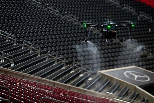 В США планируют дезинфицировать стадионы с помощью дронов