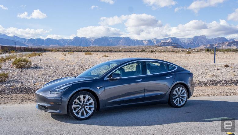 Тестовый автопилот Tesla подорожал на пару тысяч долларов