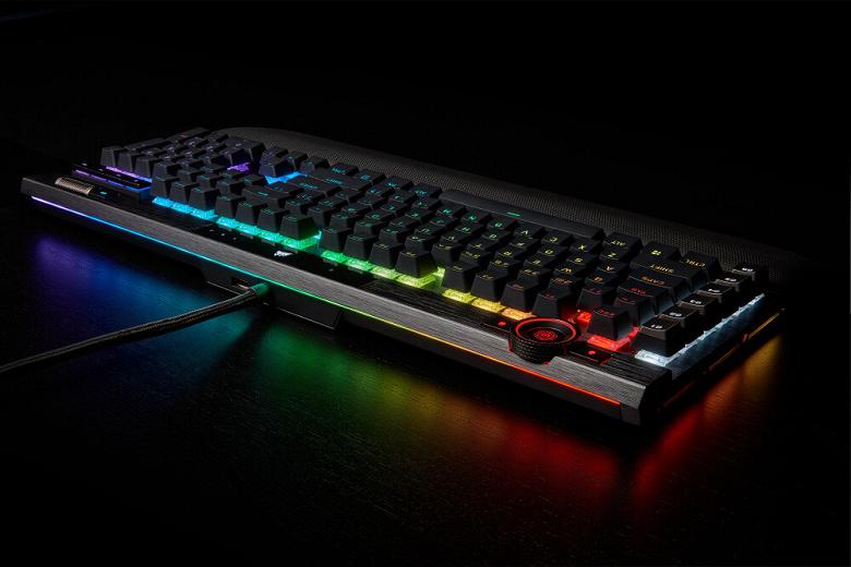 В одном из вариантов игровой клавиатуры Corsair K100 RGB используются оптико-механические переключатели Corsair OPX