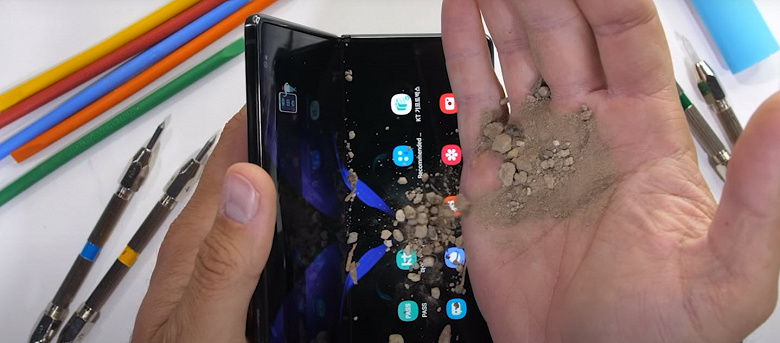 Самый современный флагман Samsung оказался практически неубиваемым. Впечатляющий тест Samsung Galaxy Z Fold2