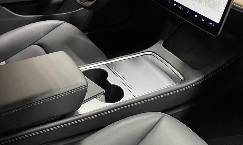 Опубликован первый взгляд на переизданную Tesla Model 3 изнутри