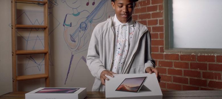 Microsoft потроллила крошечный Touch Bar в ноутбуках MacBook Pro в новой рекламе Surface Pro 7