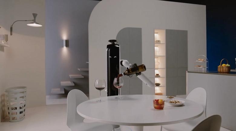 Постирать и налить вина: Samsung представила домашних роботов Bot Care и Bot Handy