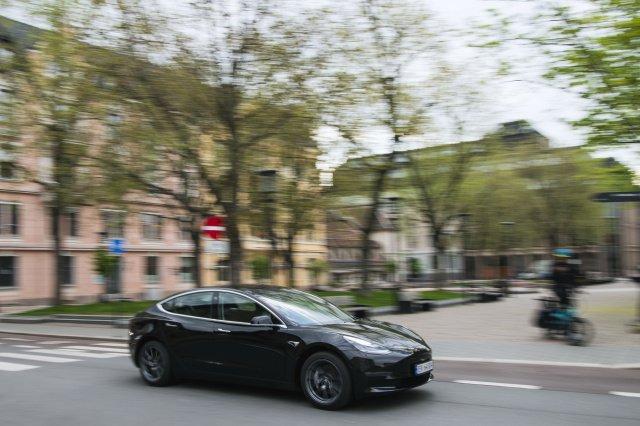 В прошлом году на электромобили пришлось более половины продаж автомобилей в Норвегии