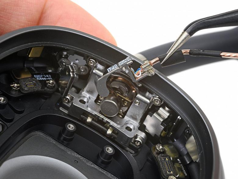 Наушники Apple AirPods Max получили довольно высокую оценку за ремонтопригодность