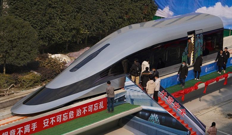 И никакого Hyperloop ненужно. В Китае показали прототип поезда, рассчитанного на передвижение со скоростью 620 км/ч