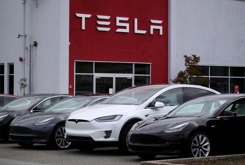 Расследование выявило, что внезапные ускорения автомобилей Tesla, в ходе которых страдали люди, оказались не случайными