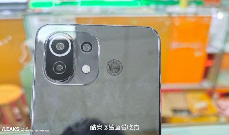 Новейший Xiaomi Mi 11 Lite во включённом состоянии на первых живых фото