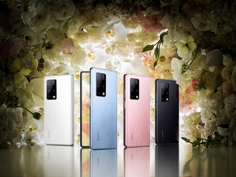 Новейший флагман Huawei с двумя экранами поступает в продажу