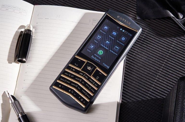 В России представлен смартфон Android с настоящими кнопками и без сенсорного экрана