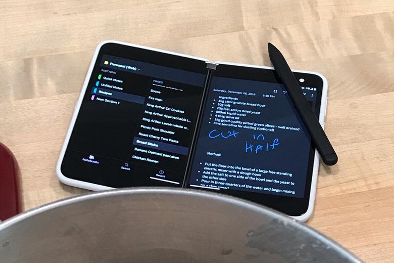 Флагманский смартфон со скидкой в 1100 долларов. Уникальный MicrosoftSurfaceDuo можно купить за 300 долларов
