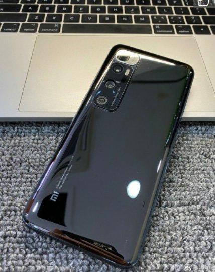 Улучшенный Xiaomi Mi 10 оказался похож на Mi 10 Ultra. Опубликована первая живая фотография новинки