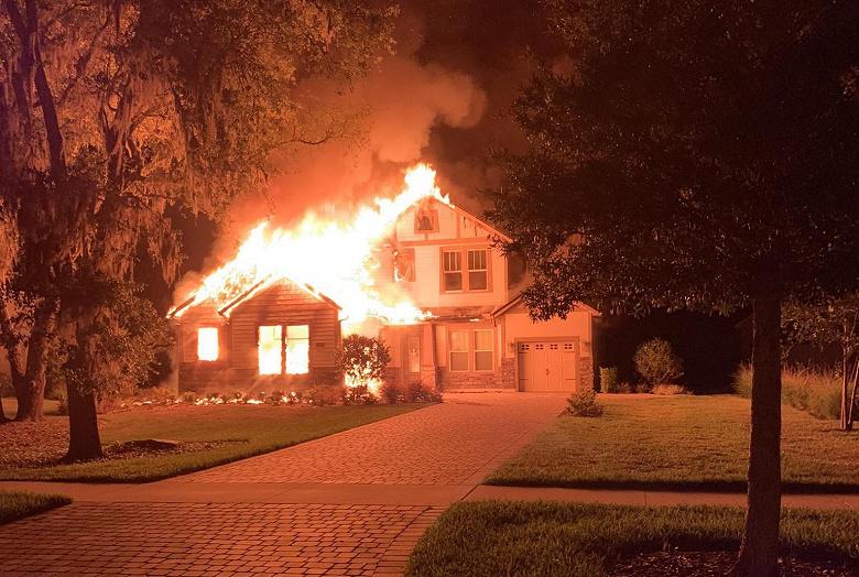 Из-за Apple iPad сгорел целый дом