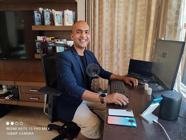 Топ-менеджер Redmi засветил новый смартфон компании. И новые беспроводные наушники
