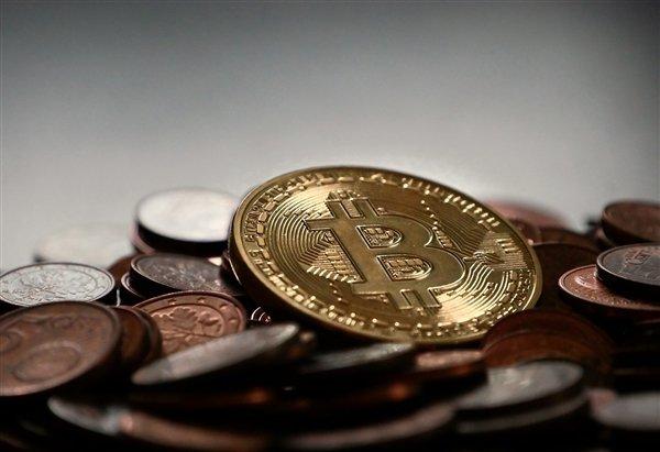 Bitcoin уже дороже 61000 долларов, майнеры показывают свои фермы. 10 GeForce RTX 3090 с жидкостным охлаждением и видеокарты, плавающие в масле