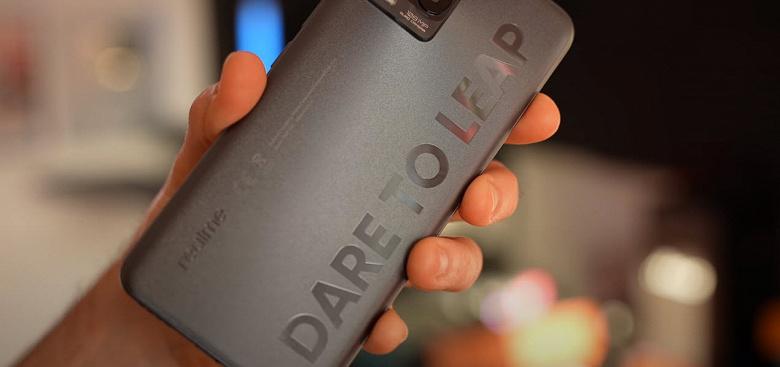 Распаковку, комплект поставки и возможности Realme 8 Pro впервые показали вживую