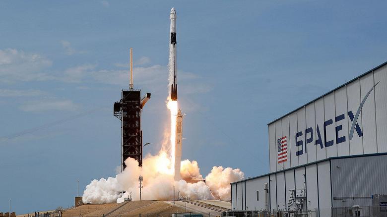Запуск ракеты SpaceX с космическим кораблем Crew Dragon, который доставит на МКС следующий экипаж, перенесен